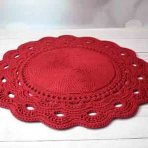 Szydełkowy dywan z ozdobną koronką w dowolnym wymiarze kolorze